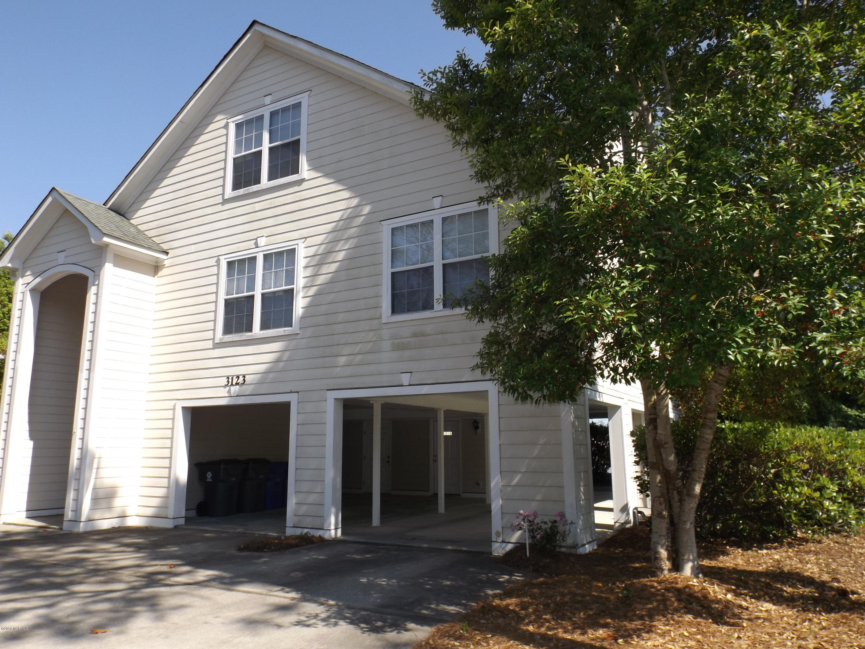 3123 Lakeside Commons Drive #1 Southport, NC 28461