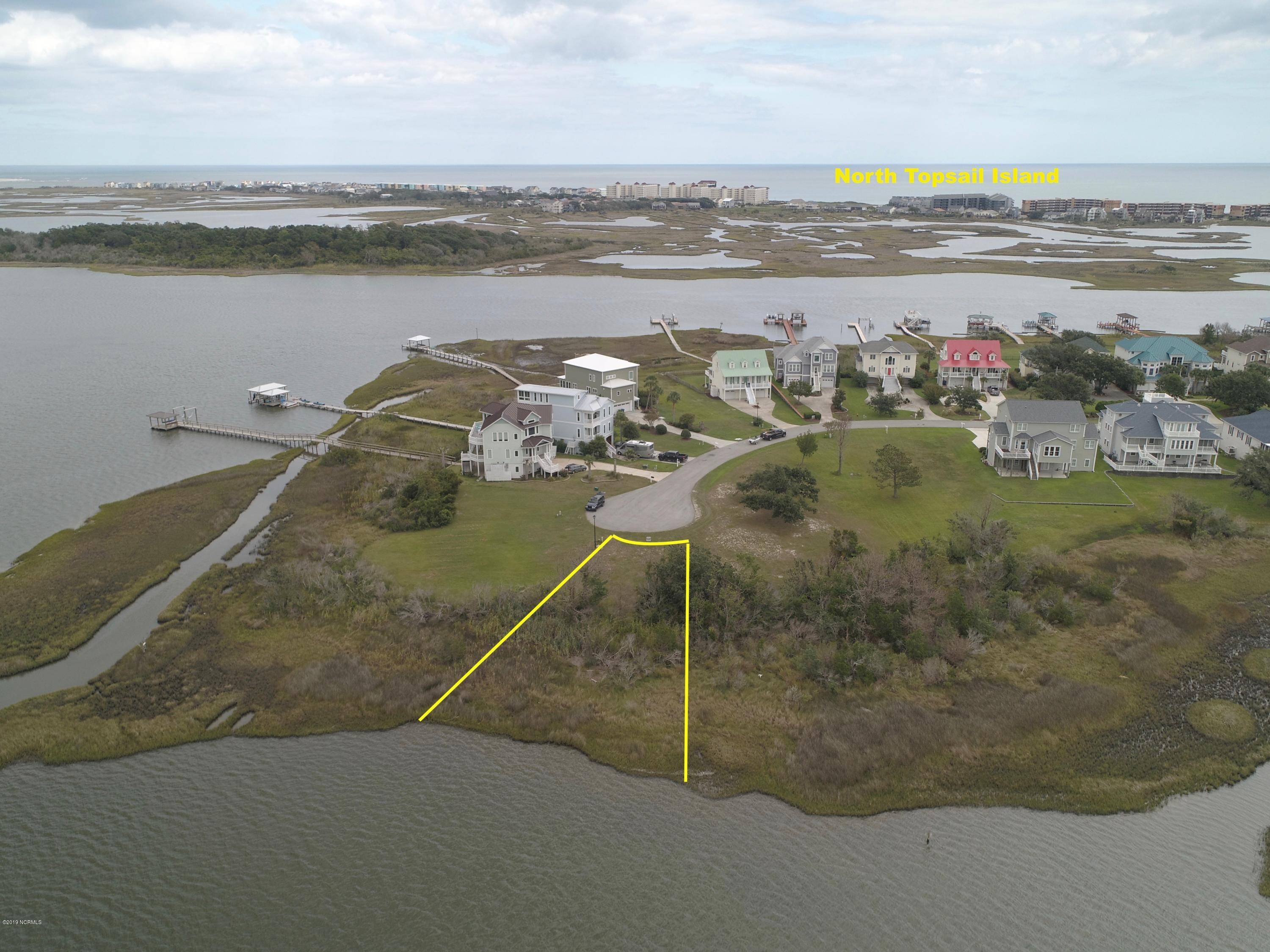 120 feet of WATERFRONT living on Chadwick Bay in the upscale community of Pelican Point! This beautiful building lot is located in Sneads Ferry, with easy access to the Intracoastal Waterway and within minutes to the beaches of Topsail Island.