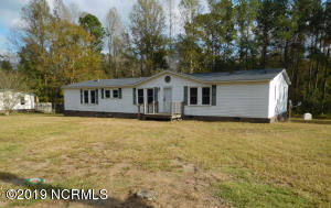 105 Grassy Meadow Drive, Richlands, NC 28574