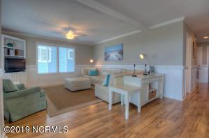 19 E Atlanta St-large-002-36-Living Room
