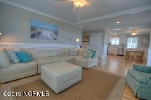 19 E Atlanta St-large-004-3-Living Room-