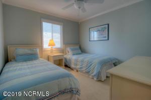 19 E Atlanta St-large-011-15-Bedroom-150