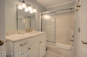 19 E Atlanta St-large-013-19-Bathroom-15