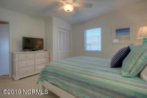 19 E Atlanta St-large-015-7-Bedroom-1500