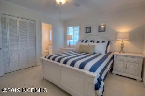 19 E Atlanta St-large-019-41-Bedroom-150