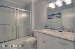 19 E Atlanta St-large-034-22-Bathroom-15