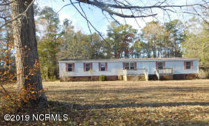 122 Grassy Meadow Drive, Richlands, NC 28574