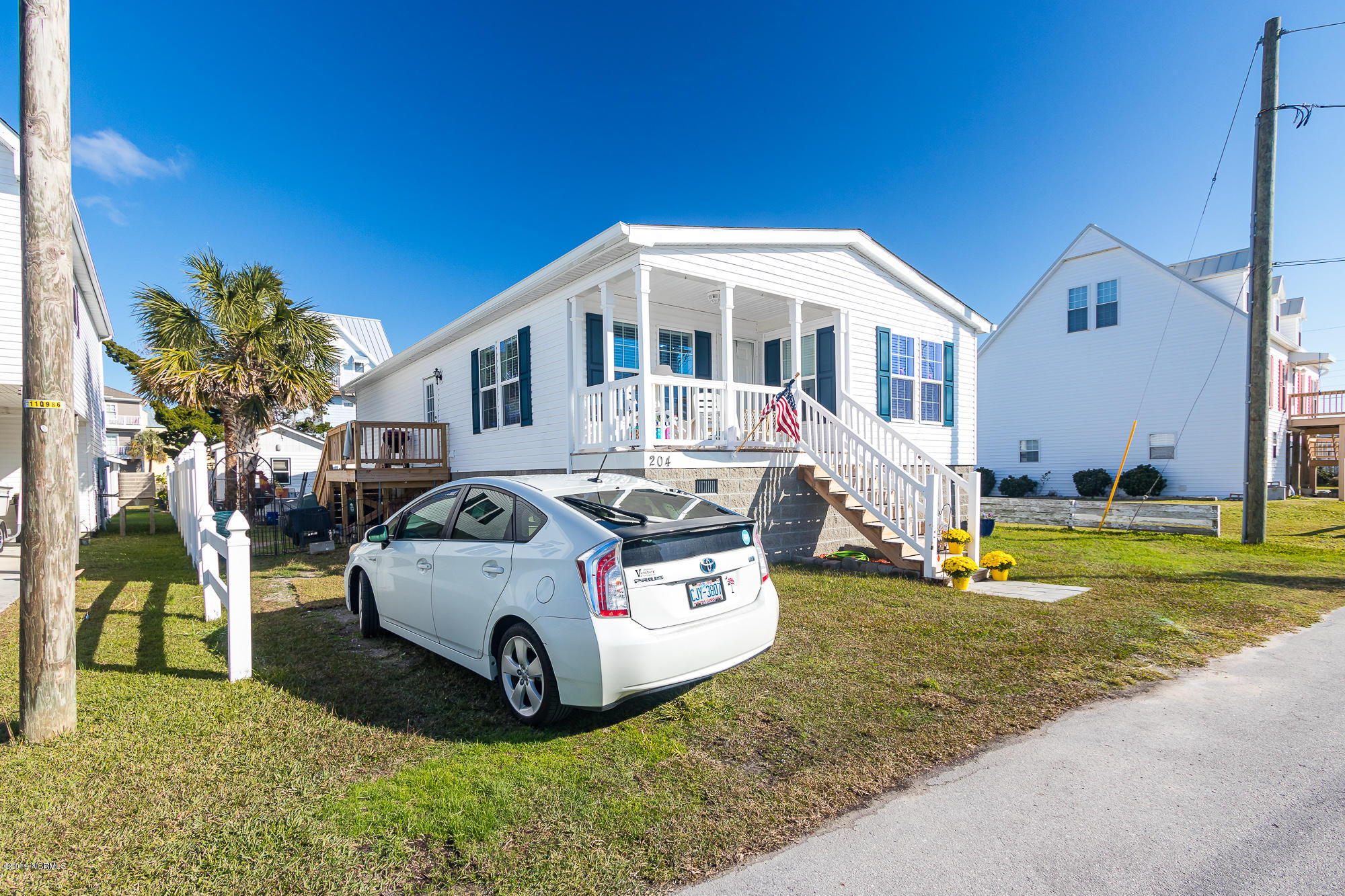 204 Moonlight Drive, Atlantic Beach, North Carolina 28512, 2 Bedrooms Bedrooms, ,2 BathroomsBathrooms,Residential,For Sale,Moonlight,100195378