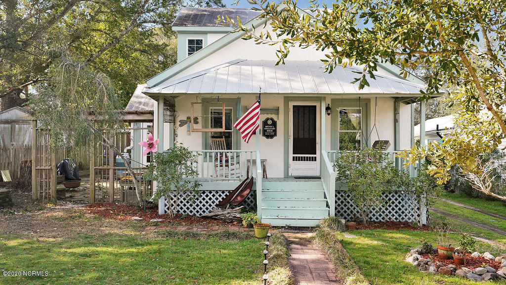 309 Clarendon Avenue Southport, NC 28461