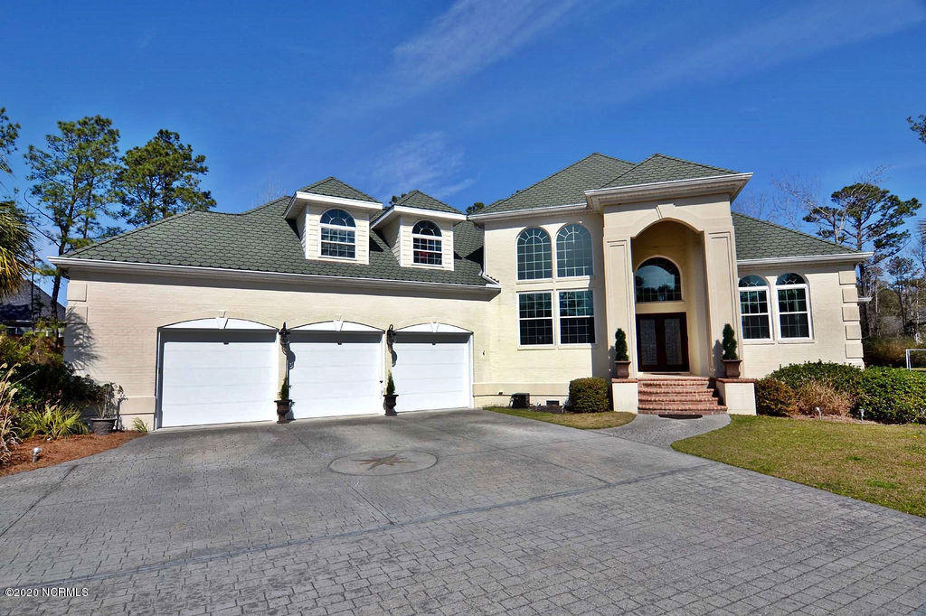 824 Winged Foot Lane Wilmington, NC 28411