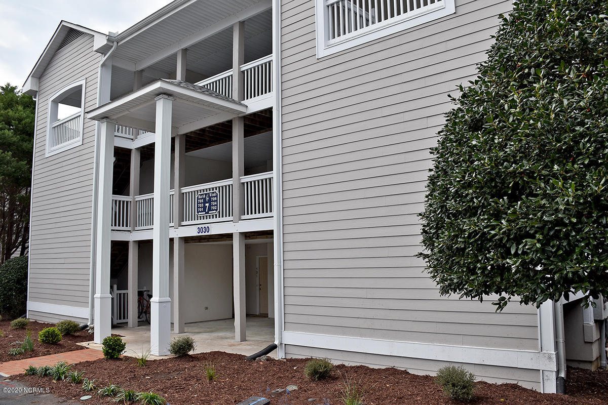 3030 Marsh Winds Circle UNIT 705 Southport, NC 28461