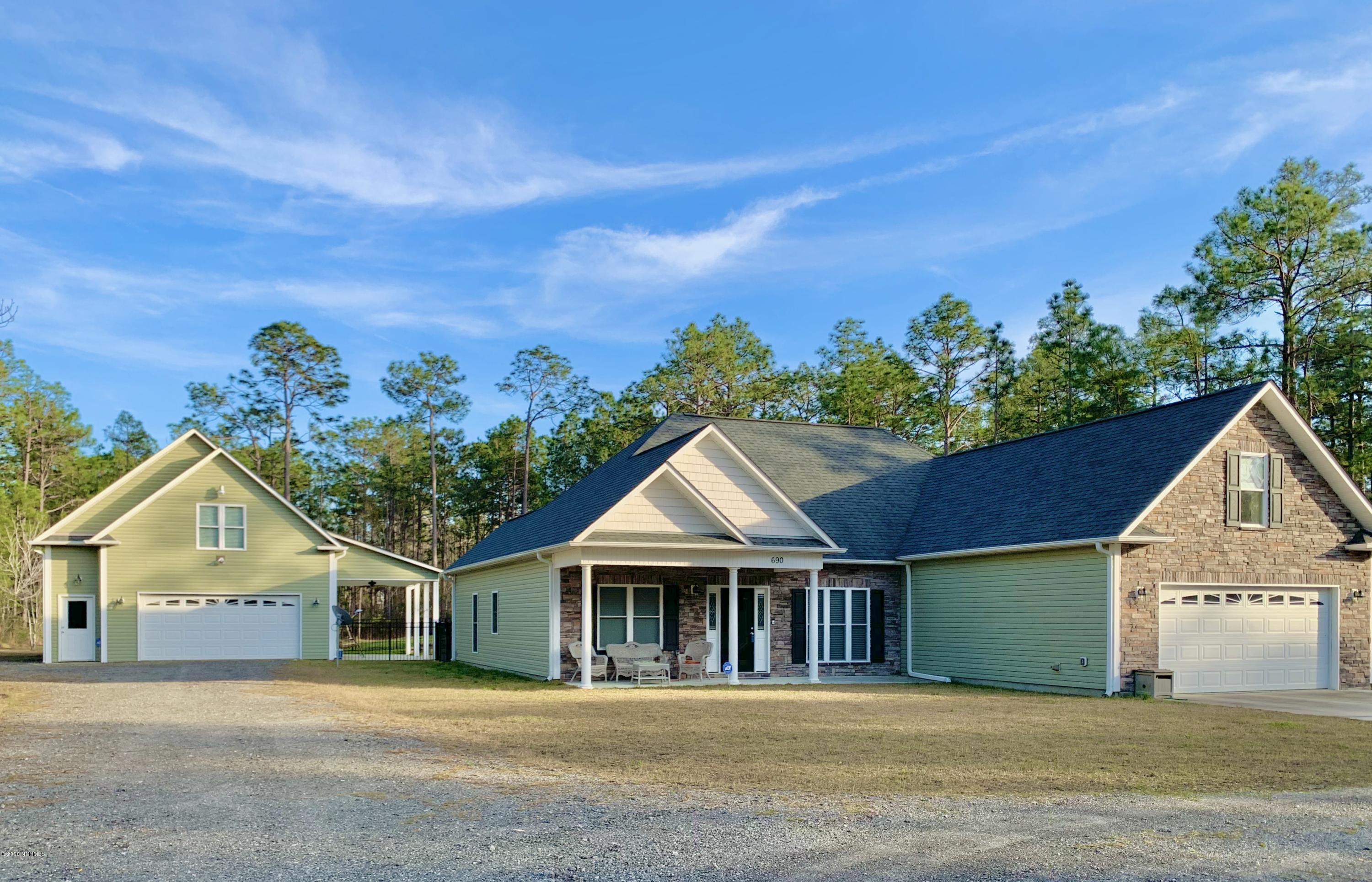 690 Drake Road Southport, NC 28461