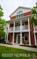 Queen's Point Townhome . All the Benefit of Historic District Living with None of the Historic Home Upkeep!