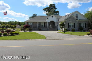 Located behind the gates of Brunswick Plantation is this one owner home over at 1022 Middleton Drive.