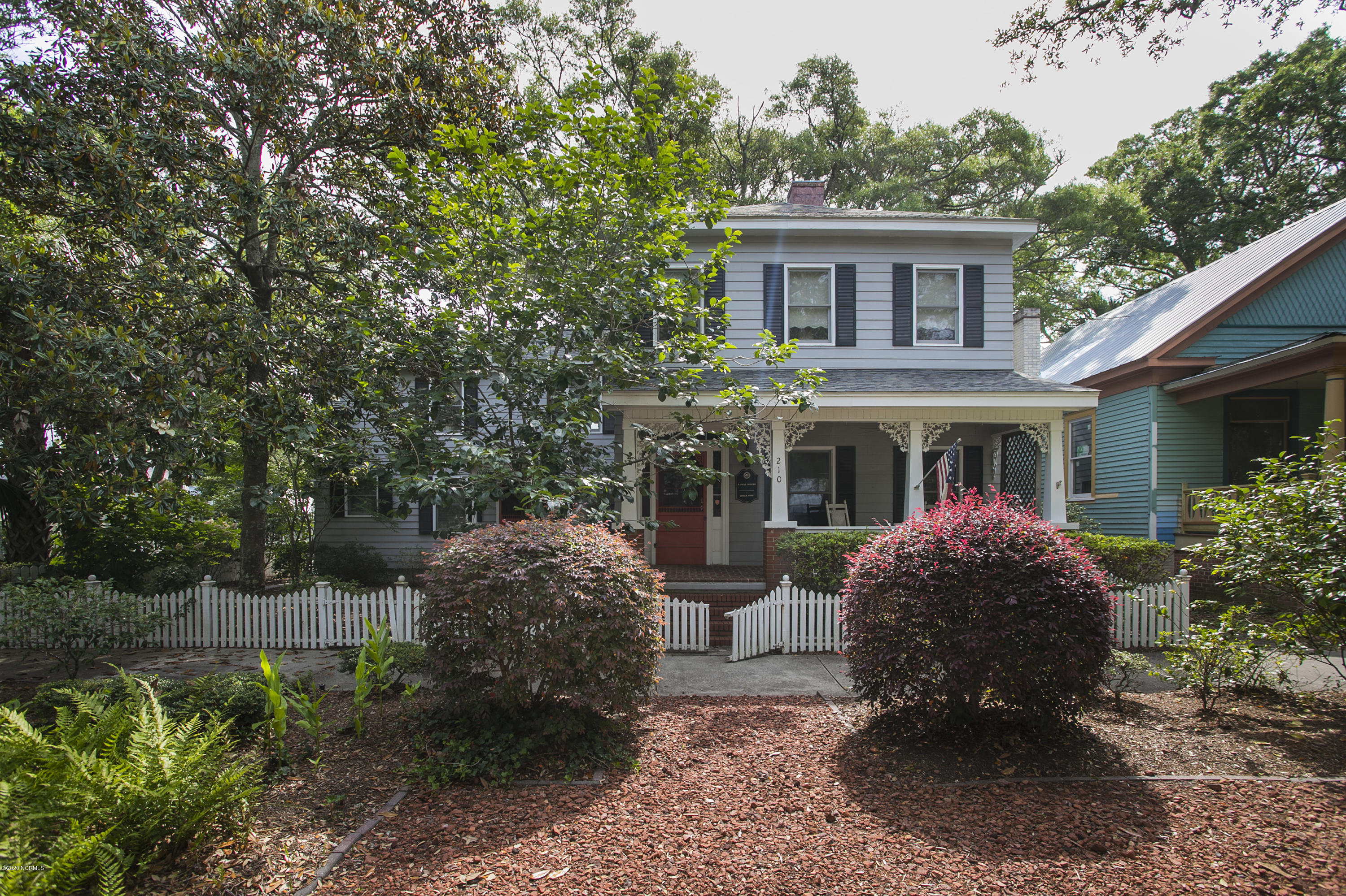 210 N Lord Street Southport, NC 28461