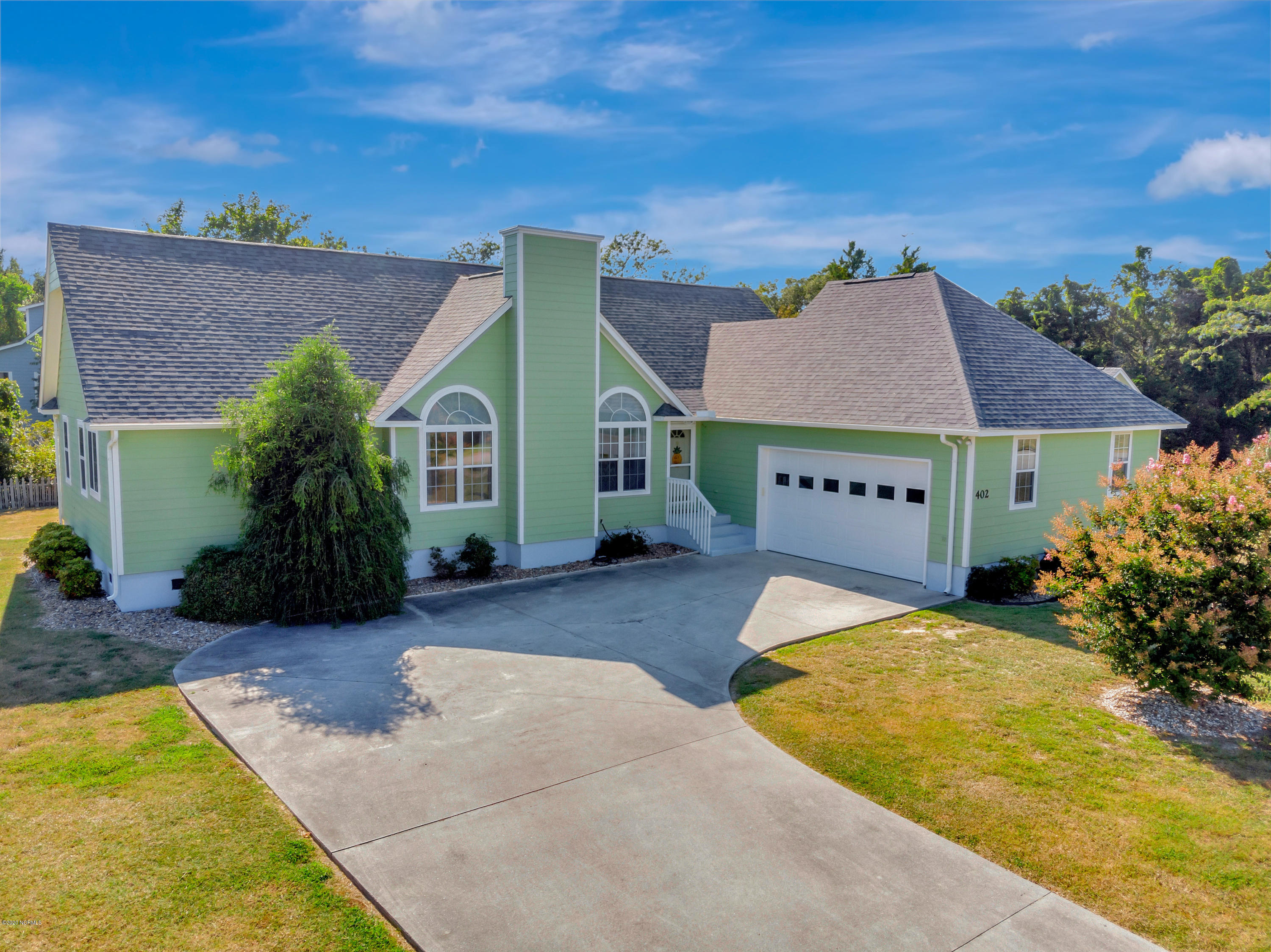 402 Shoreline Drive, Cedar Point, North Carolina 28584, 3 Bedrooms Bedrooms, ,2 BathroomsBathrooms,Residential,For Sale,Shoreline,100229377