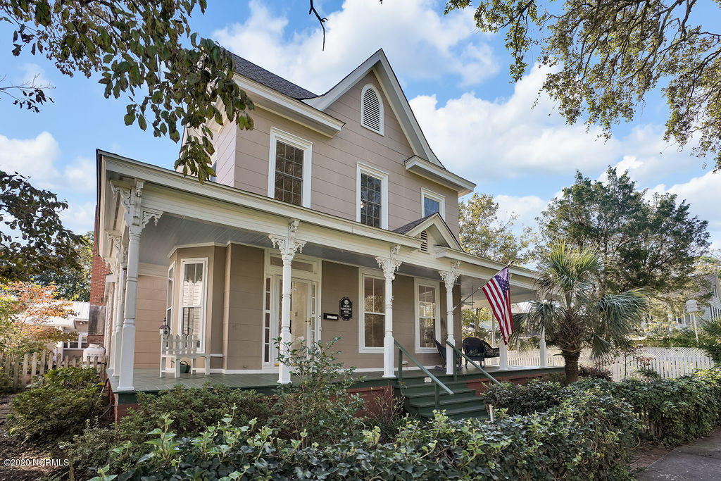 108 N Lord Street Southport, NC 28461