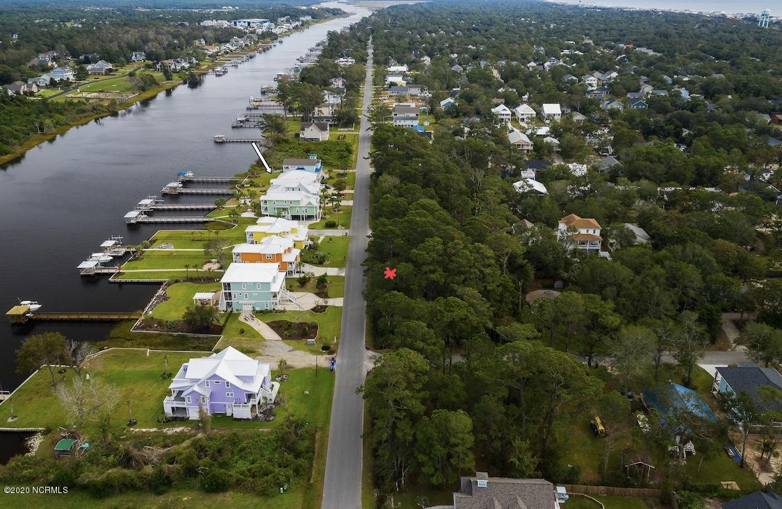 1605 E Yacht Drive Oak Island, NC 28465