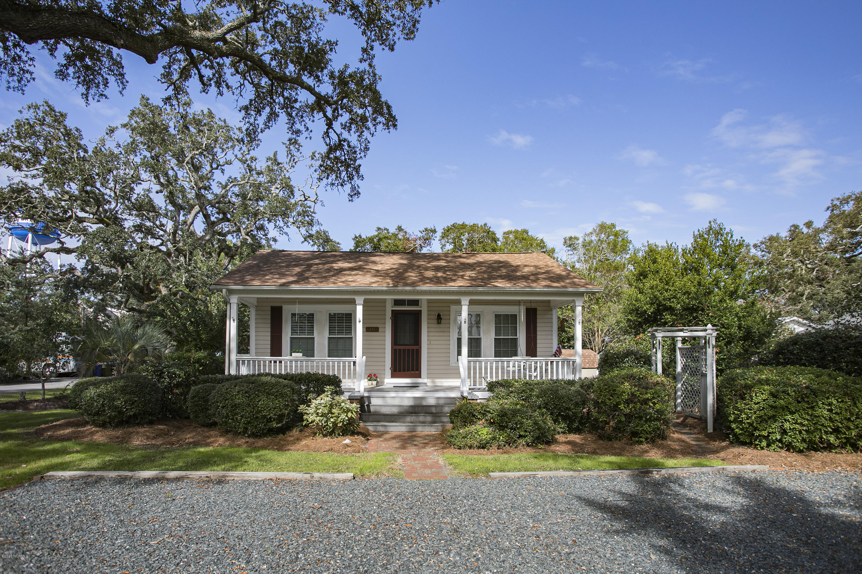 211 E West Street Southport, NC 28461