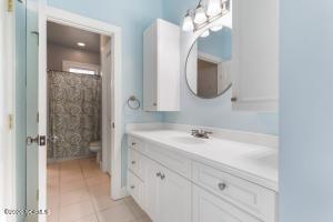Bedroom 3 vanity area 2