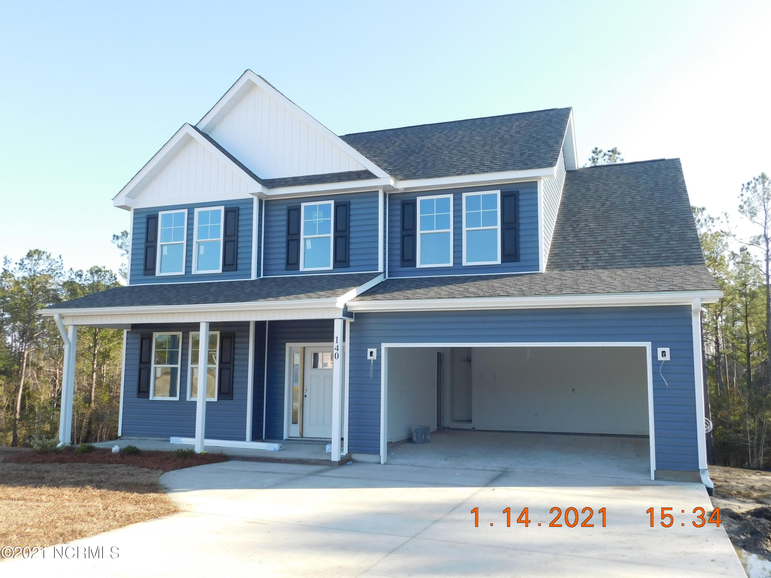 New Build in Silver Creek. 3 Bed/2.5 Bath With Additional Den/Officewith Covered front and rear porches.Granite in Kitchen, LVP flooring throughout main Floor. Carpet upstairs. Upgrade Cabinets and 9ft. Smooth Ceilings. Seller closing assistance with preferred  closing attorney Mike Lincoln