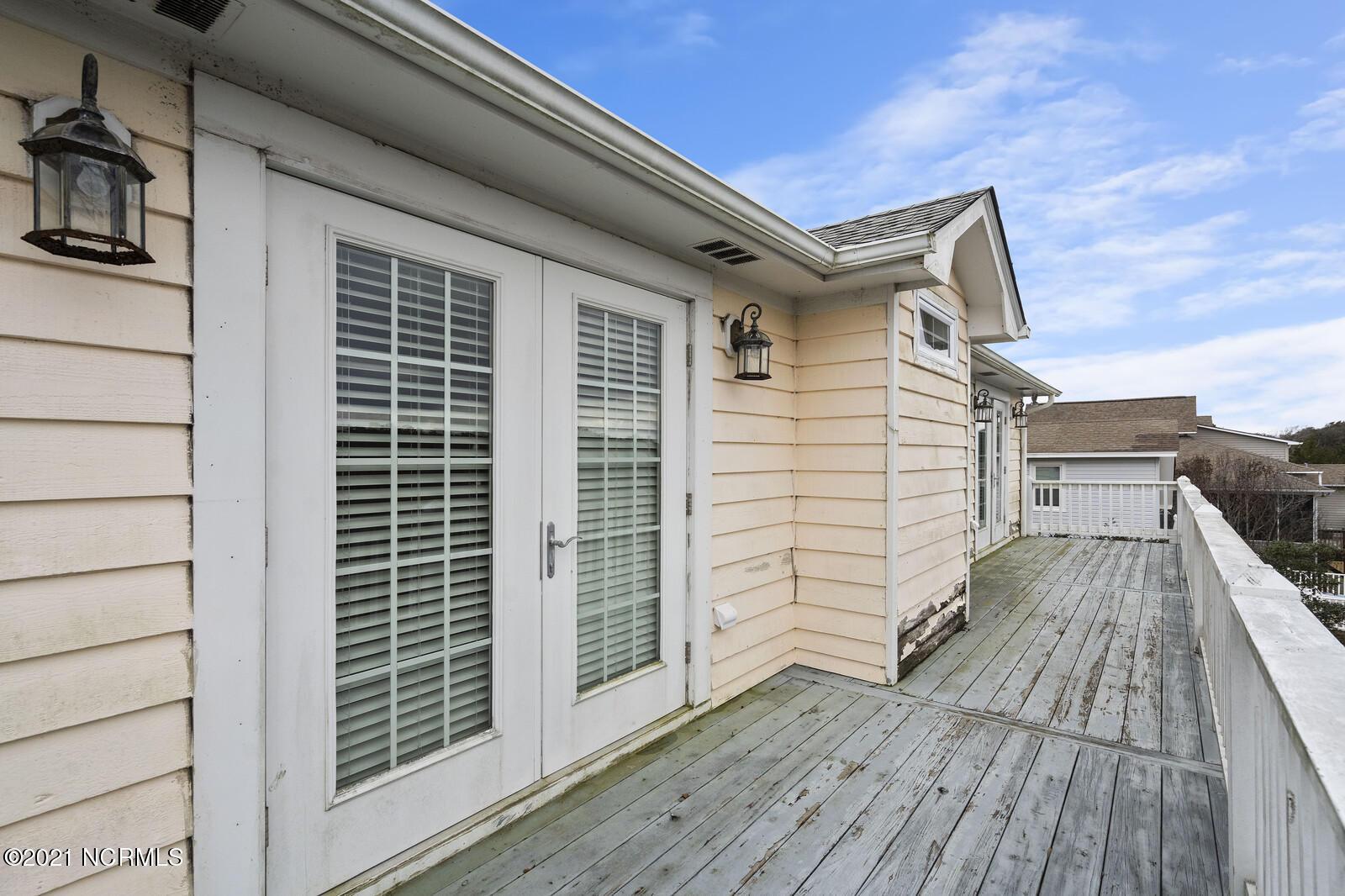 2918 E Pelican Drive Oak Island, NC 28465