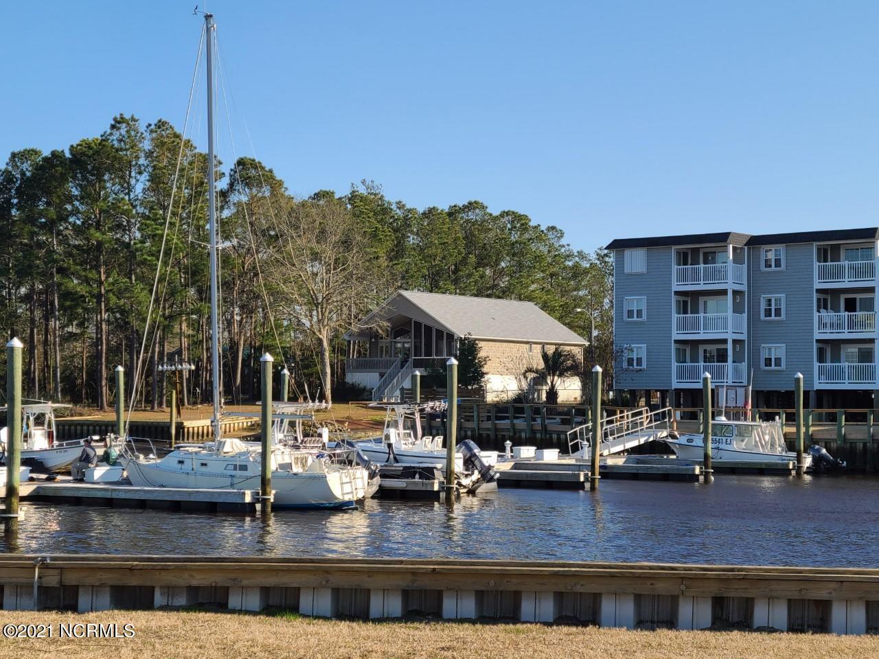 5400 E Yacht Drive UNIT Apt C7 Oak Island, NC 28465