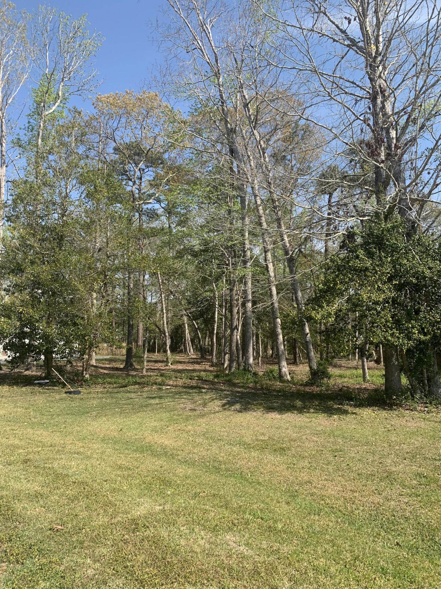 Lot located in a culdesac in a great neighborhood!  Ready for a home to be built!