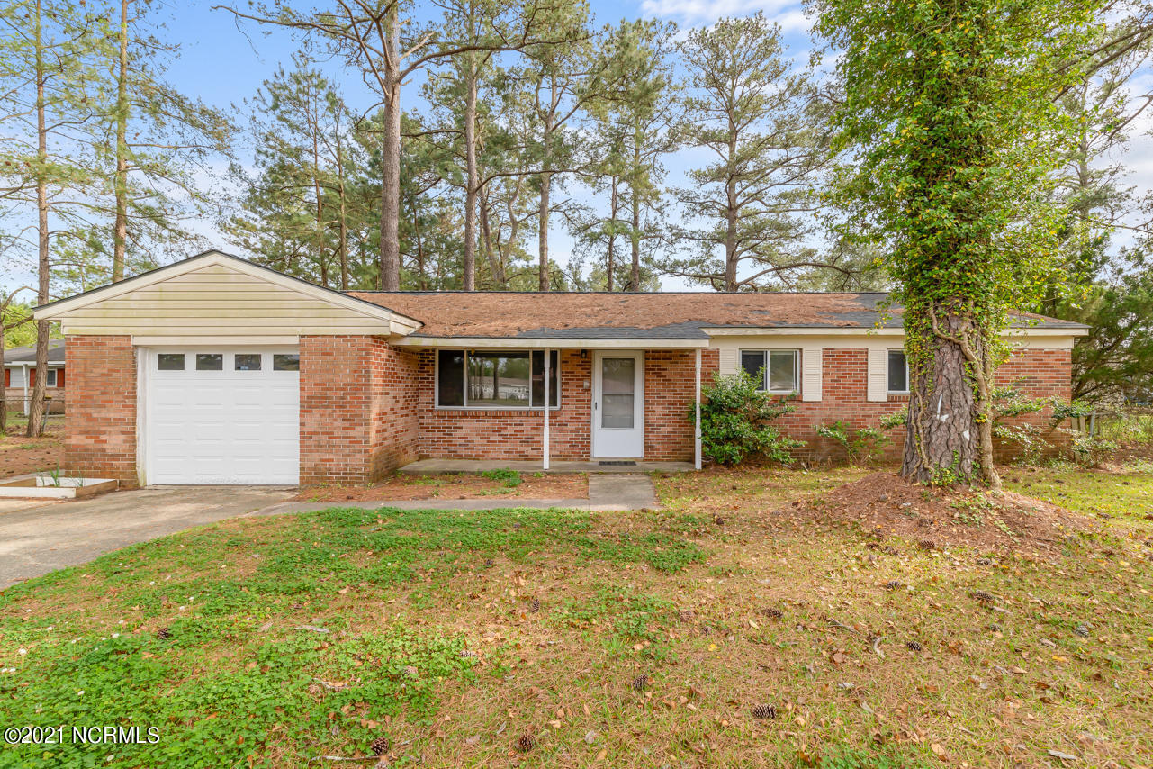 Updated 3 bedroom home in Jacksonville. Great price, this home will not last long.