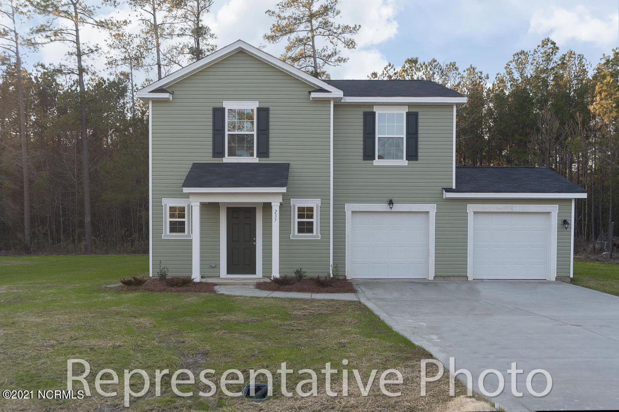 The Freelance by H&H Homes is a beautiful traditional 4 bedroom home. All bedrooms are upstairs, allowing for extra privacy. The kitchen with island is conveniently located between the family and dining rooms. This spacious home is a must see!