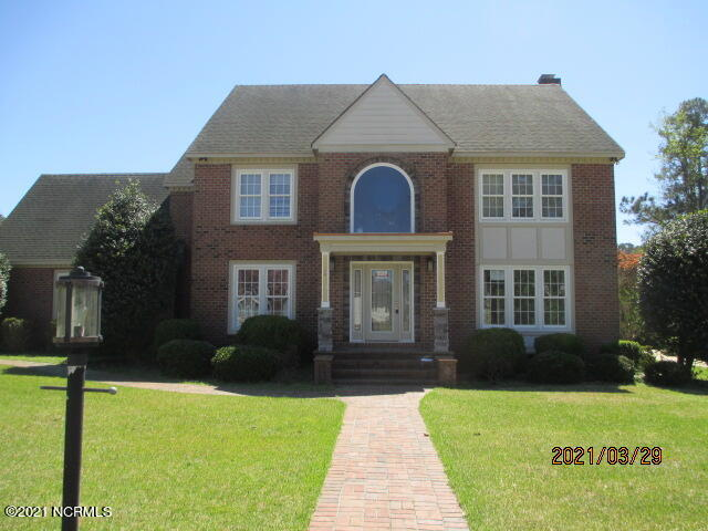 Awesome 2 story in Parkwood Estates   Brick exterior, corner lot, screened porch and large patio.  Interior has over 3000 square feet with 4 bedrooms, 3.5 bathrooms, a bonus room, formal dining and living rooms plus a breakfast nook and sitting area.  Gorgeous granite counters and cook top range and wall oven in kitchen, nice fireplace in living area and many more extras.  Conveniently located to shops, restaurants, schools and services.  Call today for more information.