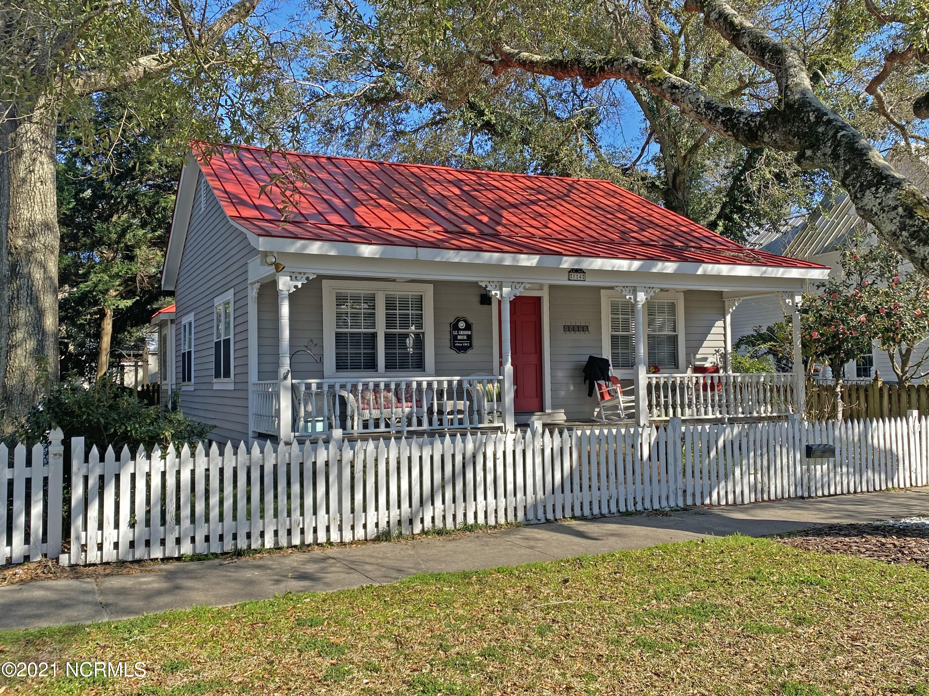 114 N Caswell Avenue Southport, NC 28461