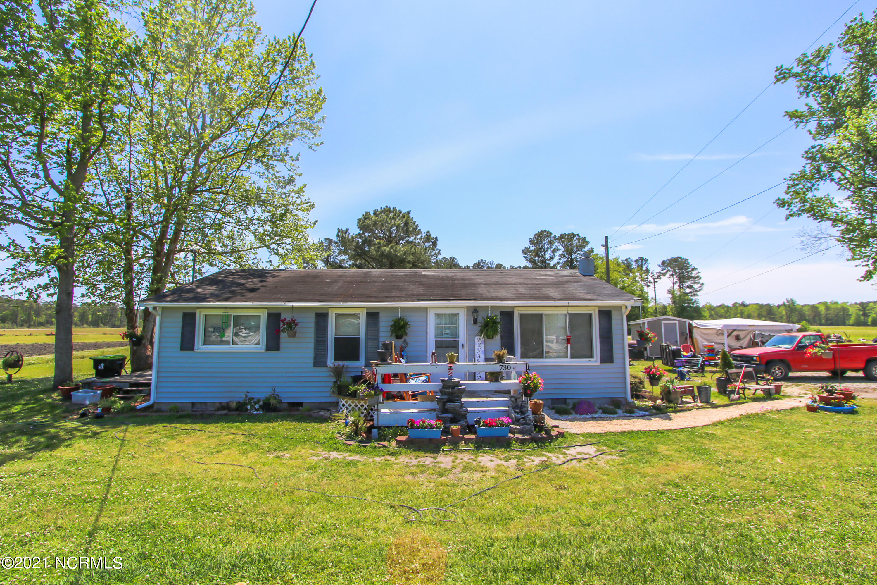 welcome home to 730 Grants Creek Rd. This 3 bedroom 1 bathroom home with just over 1000 HSF and sitting on 0.42 acres.