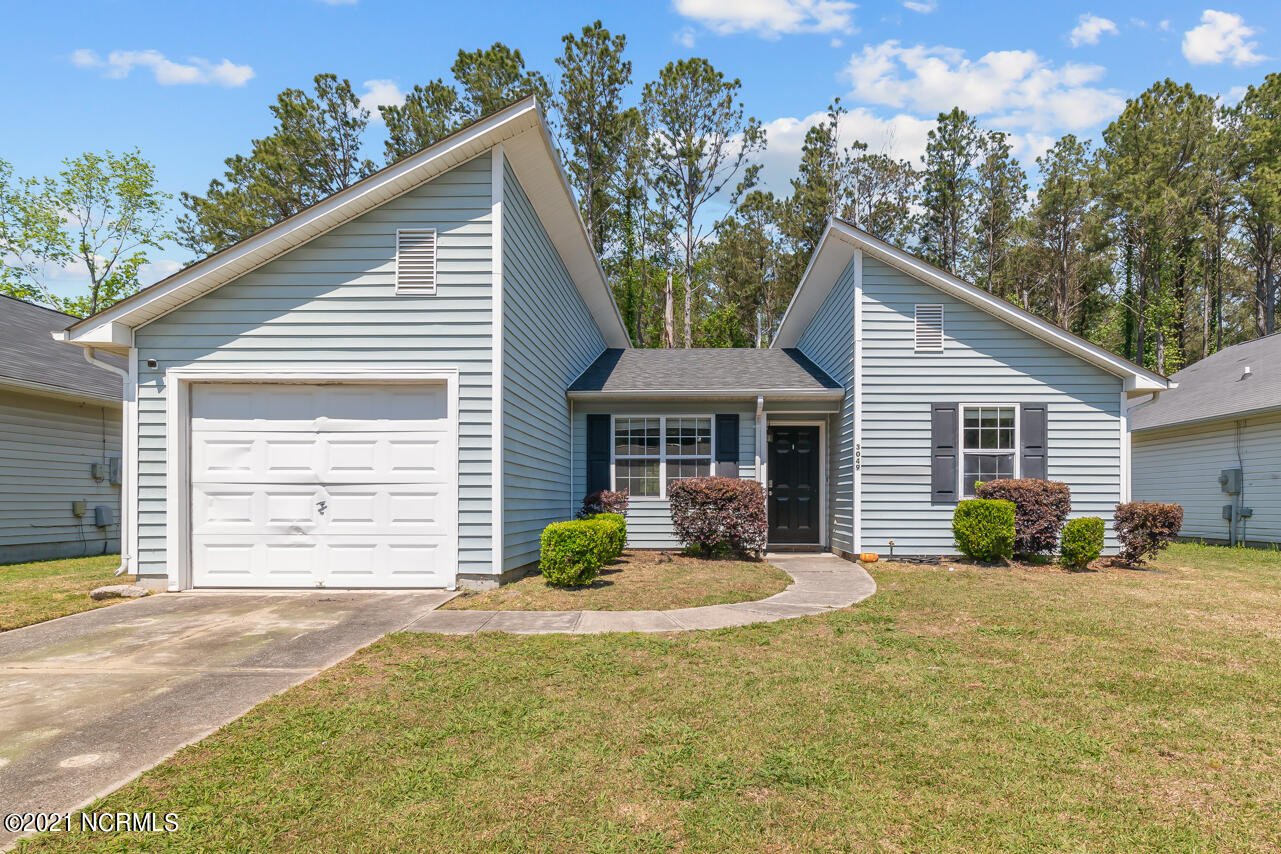 Welcome to the heart of Jacksonville! This gorgeous 3 bedroom, 2 bath home is ready for you to call home. With the modern grey paint and laminate flooring, you'll have nothing left to do but decorate. The split floor plan offers privacy. See this one today, before it's gone!