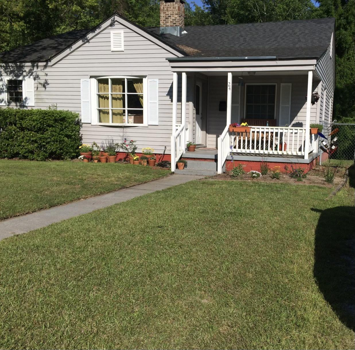 Cute 3 bedroom and 2 bath home located in Bayshore Estates, walking distance to Wilson Bay park.  No Showings