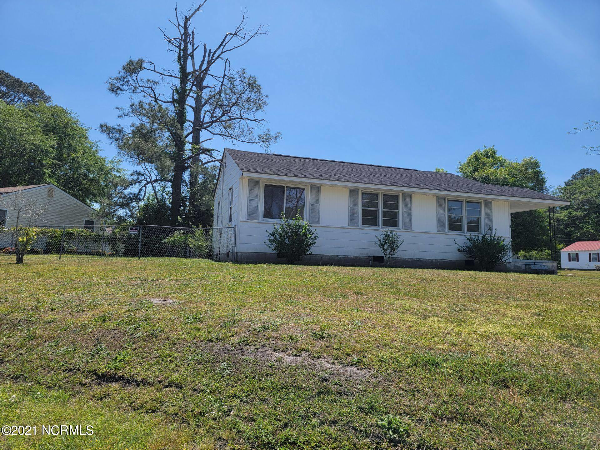 3 bedroom 1 bath home located in the heart of Jacksonville. Wood flooring in living room and bedrooms. Close to bases, shopping and entertainment.