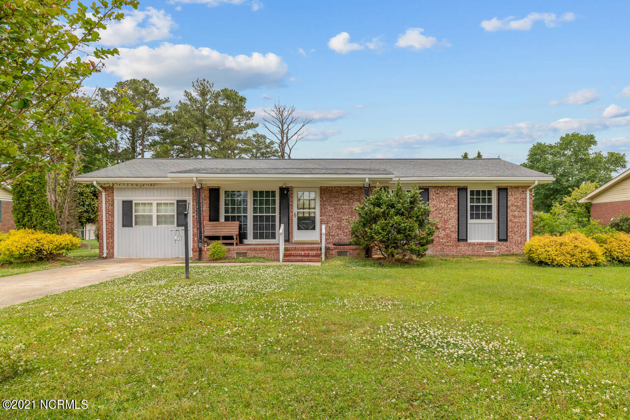 This charming home with 3 bedrooms, 2 full baths and a bonus room is tucked away in an established neighborhood.