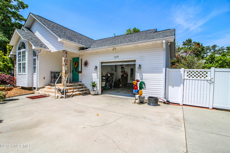 109 SE 15th Street Oak Island, NC 28465
