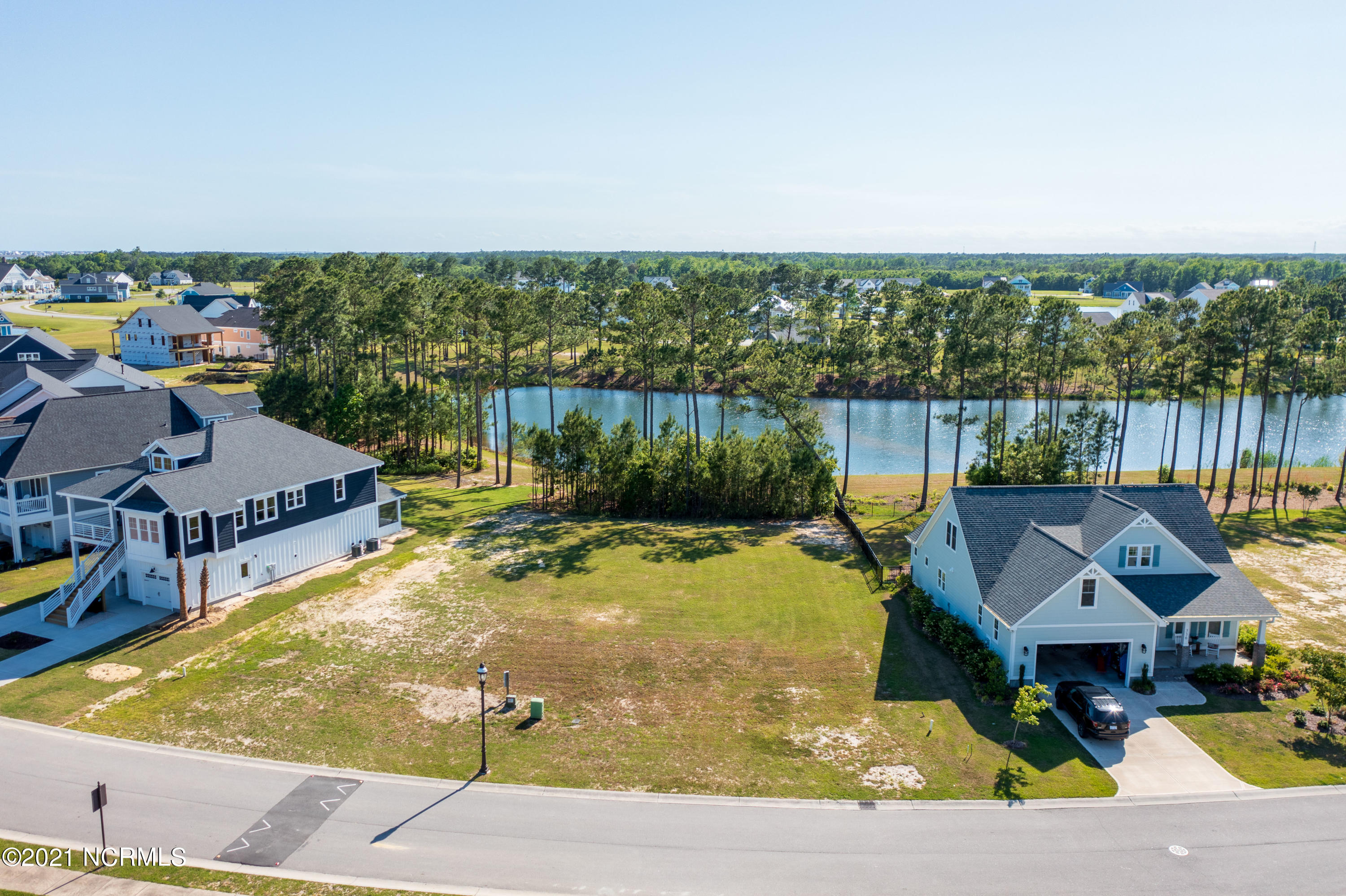 Don't miss this lake front lot in the gated waterfront community of Summerhouse on Everett Bay.  Build your dream home in this coastal community minutes from Topsail Island.  The Atlantic Ocean and the ICW offer many boating opportunities from the ramp and day dock which are part of the many amenities at Summerhouse.  Summerhouse on Everett Bay also offers a large clubhouse with an amazing swimming pool, tennis, workout facility, trails for walking or biking plus a day dock.  This lot overlooks one of the many lakes on the grounds.  Come check it out!