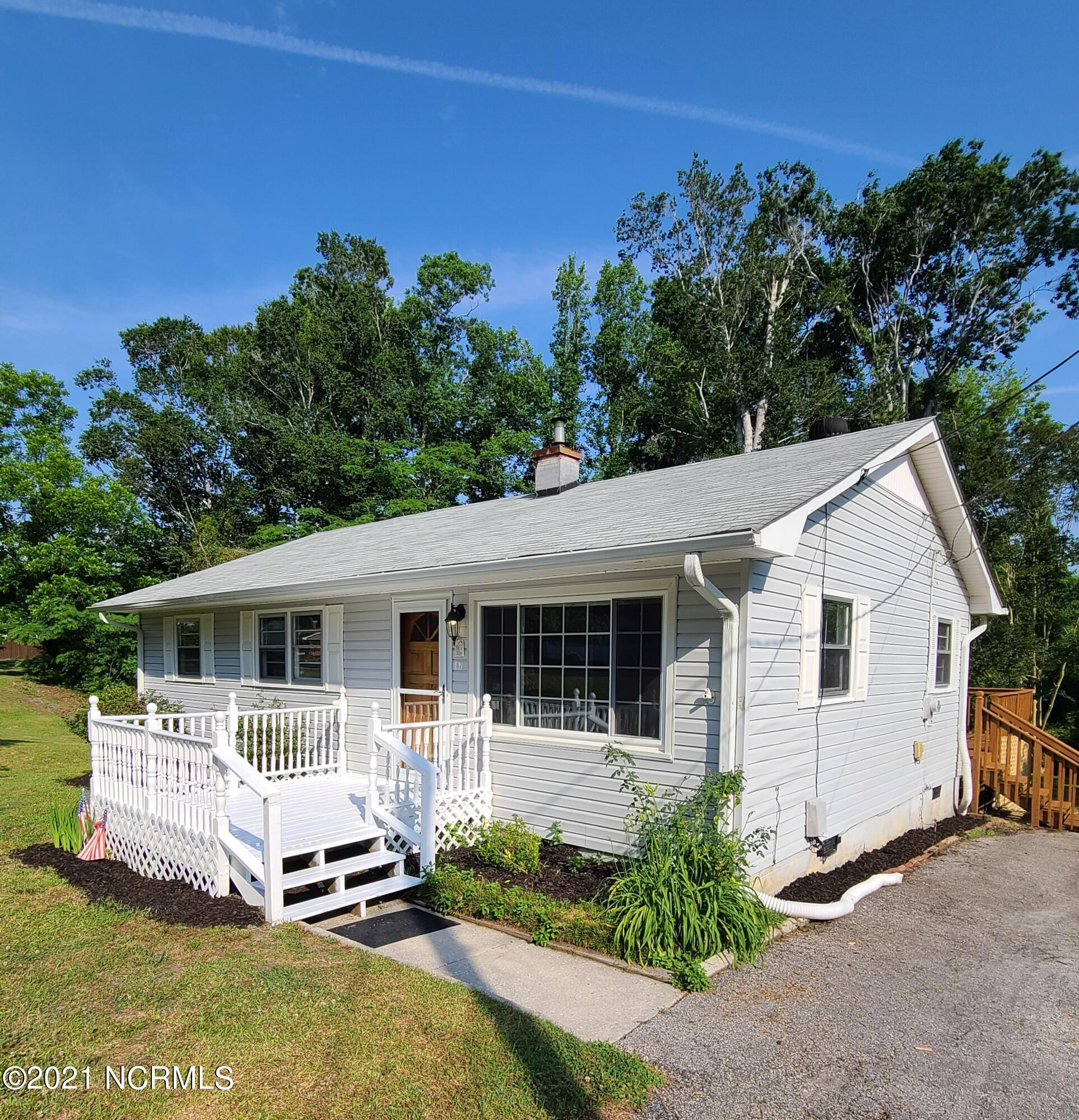 Adorable and spacious 4 bedroom 2 bath home situated on the end of the road in a cul de sac. Close to everything bases and beaches. Move in ready home, make your appointment today!