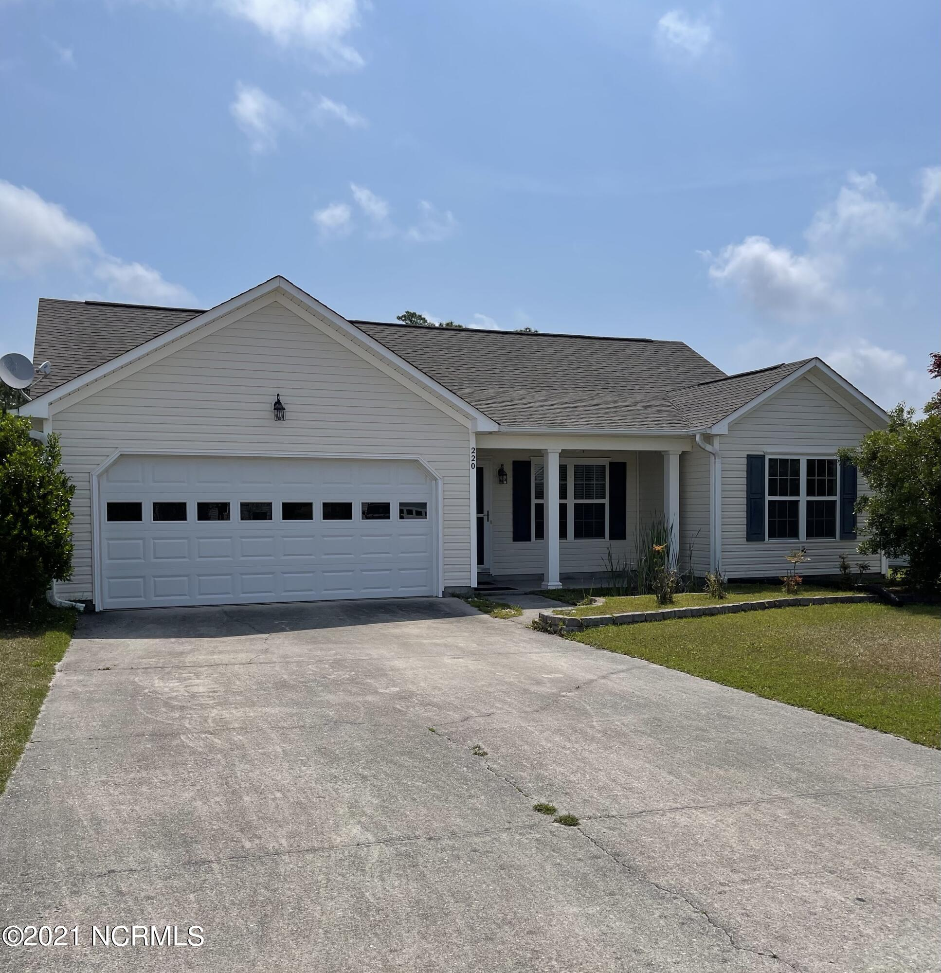 Welcome to this 3 bedroom, 2 bath home nestled in the heart of the Neighborhoods of Holly Ridge! Vaulted ceilings in the living room give this home an open, spacious feel. Short commute to Camp Lejeune and HWY 17!
