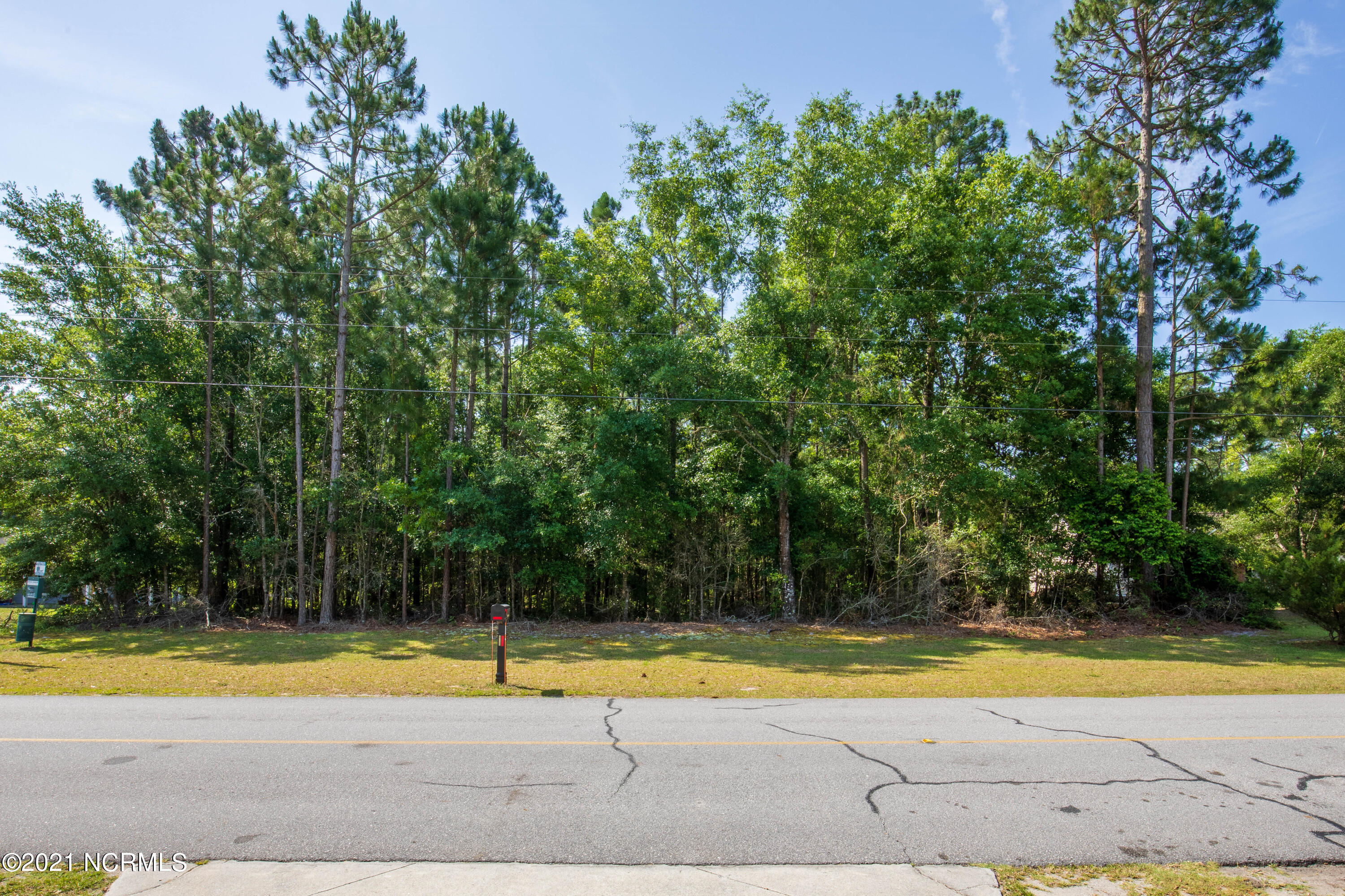 Welcome to Chadwick Shores! This lot offers the perfect spot to build your dream home! Nestled in this gated community with a day dock, picnic area, and playground.