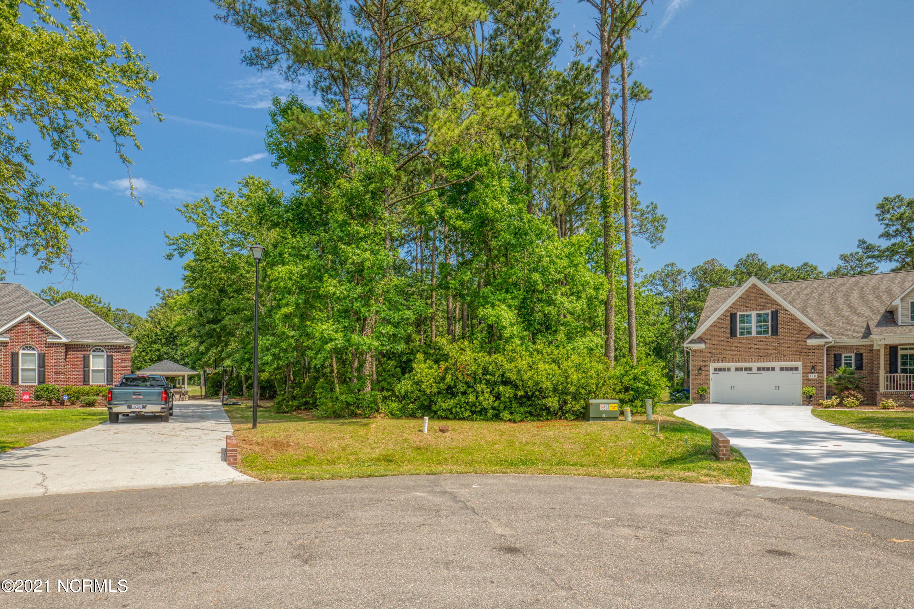 Gorgeous lot in N Shore close to amenities and backs up to the golf course.  Don't miss the opportunity to build your dream home.