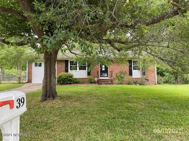 Great 3 bedroom 2 bath home with a bonus room located near the main gate of Camp Lejeune! You will love the remodeled kitchen! Home does NOT have a working HVAC unit.  Seller financing may be available (vendee). Home was built prior to 1978 and may contain lead based paint.