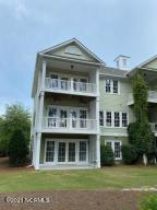 Lovely upscale townhome in in the gated community of Rivers Edge