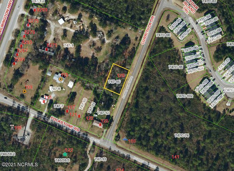 Vacant lot off Currituck Road. Lot is directly behind the house at 125 Old folkstone Road. The lot appears to be landlocked.