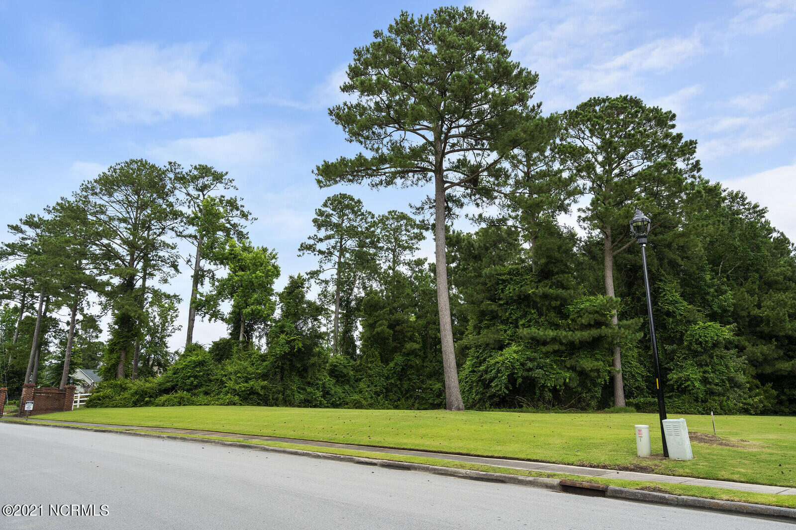 Partially cleared acreage in Williams Farm neighborhood is ready for your dream home!Williams Farm is a gated, custom home community, affording residents use of a clubhouse and swimming pool.Close to Northwoods Park Middle School, Parkwoods Elementary & JASA soccer fields, Onslow Public Library. Shopping and dining conveniences, as well as Jacksonville Mall, easily accessible along nearby Marine Blvd. Jacksonville Country Club, Phillips & Sherwood Forest parks, Hammocks Beach State Park among recreation available in the area. Easy commute--just 9 miles to MCAS New River and 18 miles to Camp Lejeune.