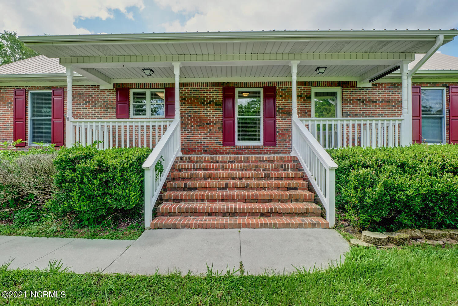 This beautiful brick home offers 3 bedrooms 2 baths,  large open floor plan with vaulted ceilings, sits on almost an acre.  You will absolutely love sitting on the front porch on those cool summer nights. Call today for your appt to see this beauty!!