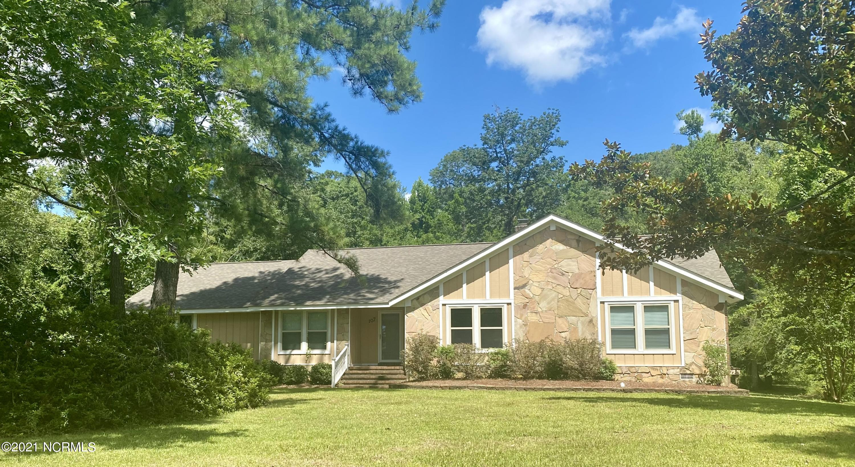 You will definitely fall in love with this beautiful 5 bedroom 3 bath home! nestled in Country Club acres sits on a little over an acre!   So much privacy while being conveniently located to everything Jacksonville has to offer!  Call today for your private showing!