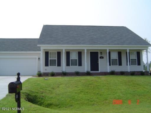 Who is looking for a beautifully maintained home in a GREAT subdivision?? Well if you are then this home is for you! Located just outside the city limits of Jacksonville and close to all shopping, schools, and the back gates of Camp Lejeune.